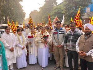Welcome of Bk's shobha yatra by Association members of AU Block, Pitampura